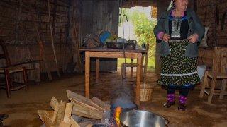 Femme mapuche dans sa ruka