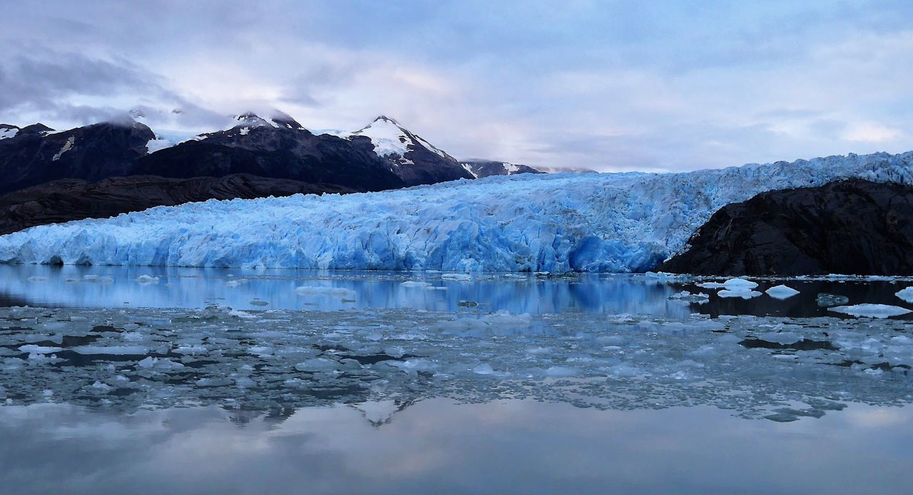 Glacier Grey et l'île de Nunatak, Patagonie, Chili