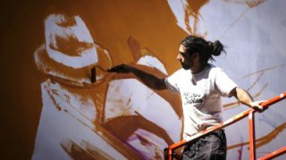 Inti Castro, graffeur chilien de Valparaiso